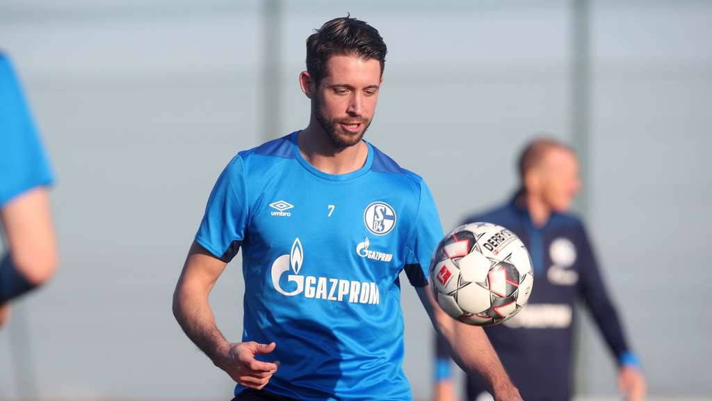 Mark Uth im Schalke-Training. Foto: Tim Rehbein/dpa