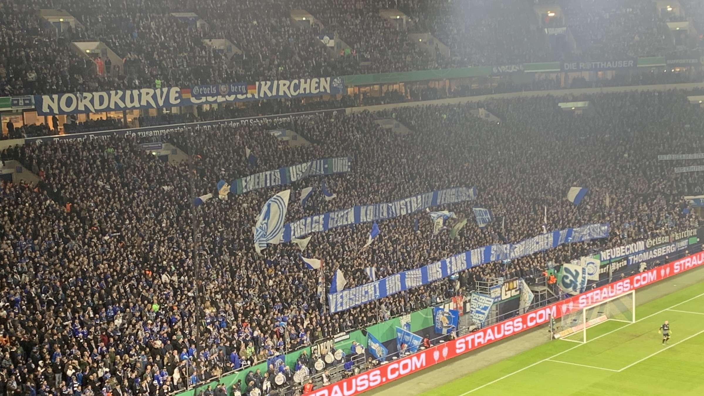 Fc Schalke 04 Proteste Fans Schiessen Gegen Dfb Clemens Tonnies