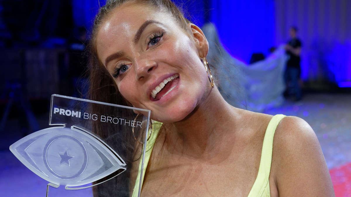 Deutscher TV-Soap-Star Janine Pink in Herrenmagazin: Fotos