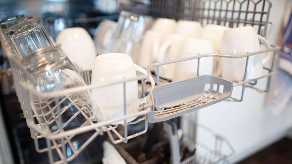 Spülmaschine Reinigen Essig : sp lmaschine reinigen mit essig natron und co diese hausmittel helfen service ~ A.2002-acura-tl-radio.info Haus und Dekorationen